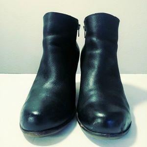 Kork Ease black booties